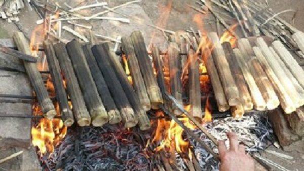 Nướng cơm lam trên lửa