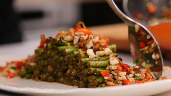 Trình bày món ăn ra đĩa và cùng thưởng thức