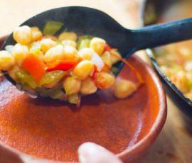 Món đậu garbanzo hầm rau củ hấp dẫn