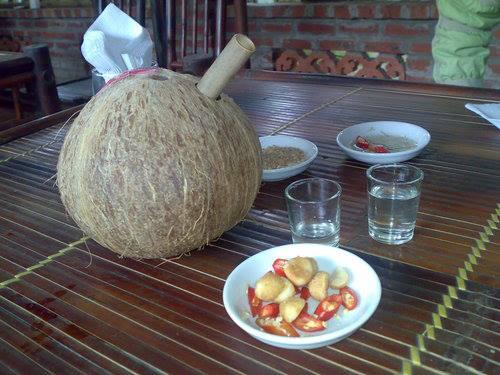 Thưởng thứcrượu dừa Vĩnh Phúc