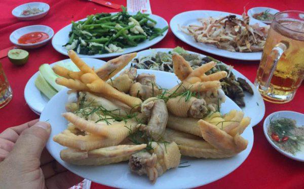 Món ăn của quán gà Mạnh Hoạch