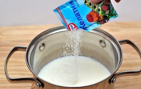 Rắc bột gelatin vào vào phần sữa dừa