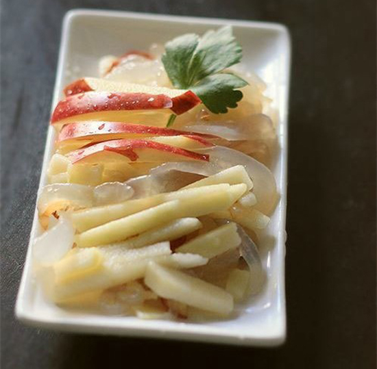Nộm sứa trộn táo giòn ngon lạ miệng