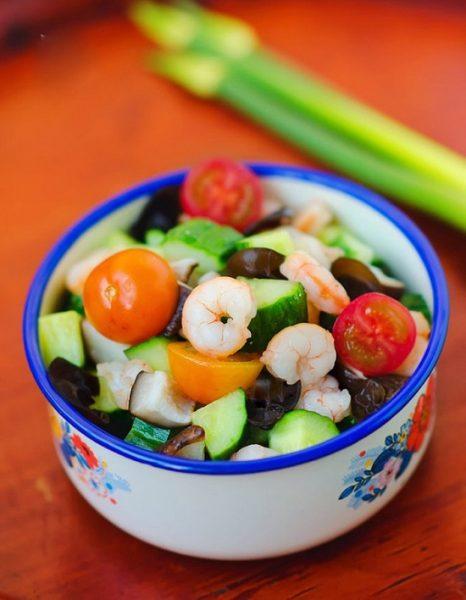 Món Salad tôm sắc màu ngon bổ dưỡng