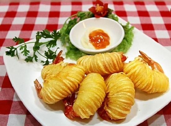 Thưởng thức món tôm cuốn khoai tây