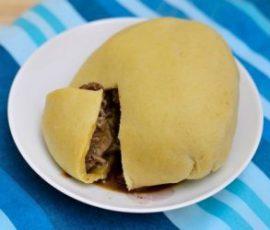 Món bánh bao nhân bít tết cho bữa sáng