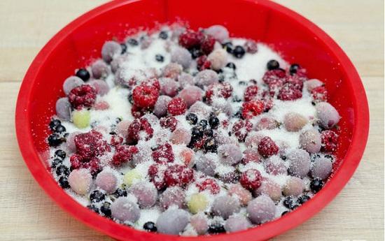 Ướp hoa quả cho đường tan và ngấm vào hoa quả