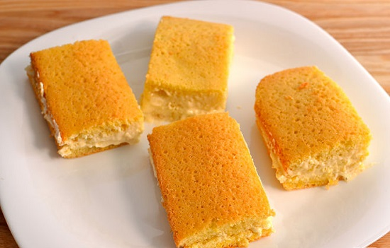 Món bánh bông lan kẹp kem béo ngậy