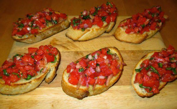 Thưởng thức món bánh Bruschetta cà chua