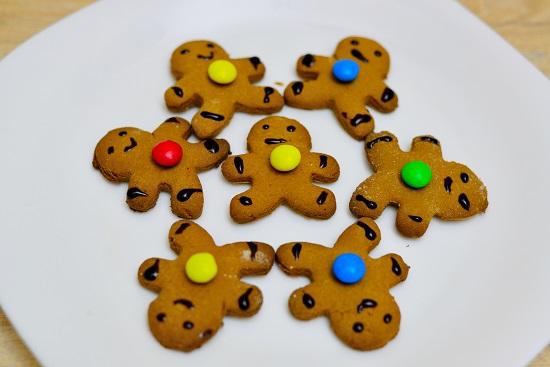 Bạn có thể trang trí bằng những viên kẹo