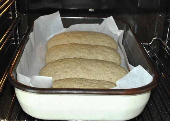Cho bánh vào lò nướng chín