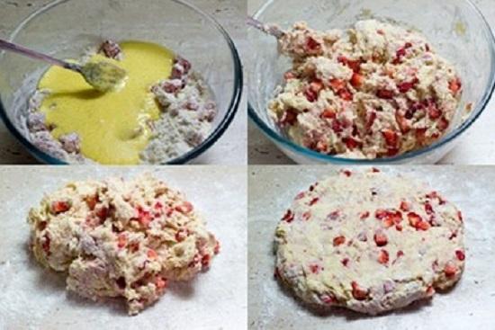 Đổ hỗn hợp trứng sữa vào bát bột và dâu tây