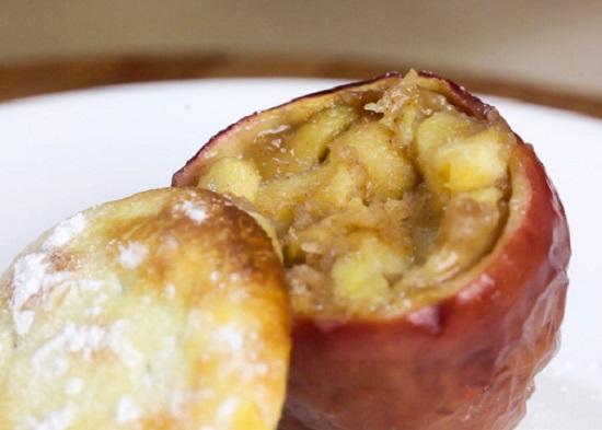Món bánh táo trong quả táo ngọt ngào độc đáo