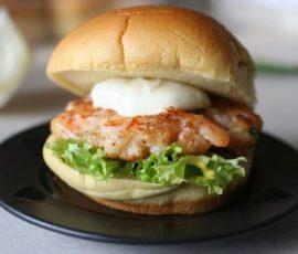 Hambuger tôm sốt mayonaise cho bữa sáng