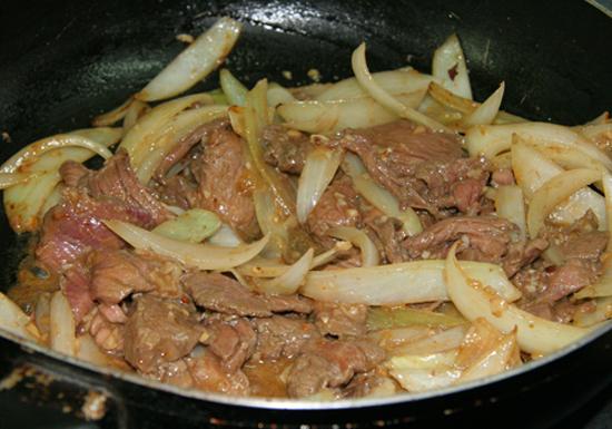 Xào  thịt bò và hành tây