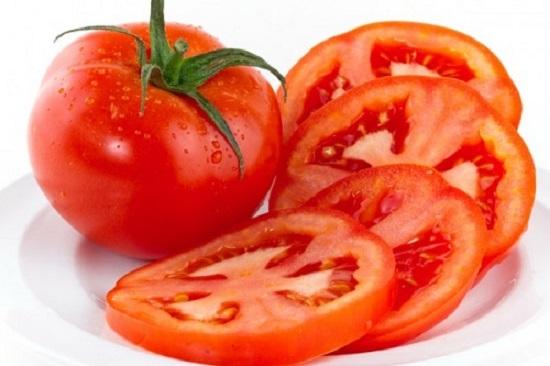 Cà chua cắt thành hình tròn