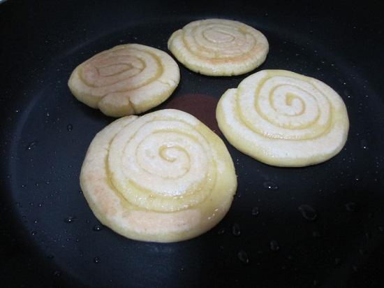 Chiên bánh vàng đều 2 mặt
