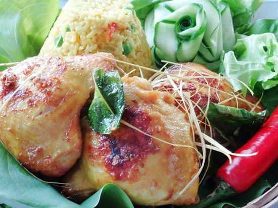Món cơm gà rim nghệ  bổ dưỡng