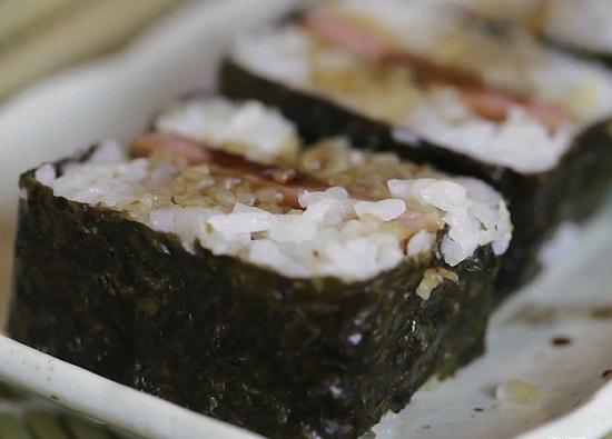 Món cơm cuộn rong biển mới lạ