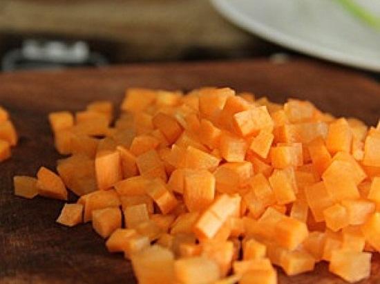 Cà rốt cắt hạt lựu