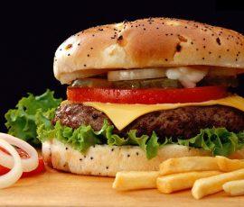 Hamburger bò ngon tuyệt cho bữa sáng