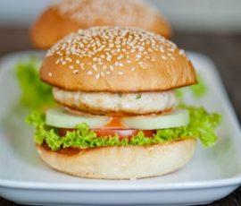 Hamburger gà siêu nhanh và đơn giản tại nhà