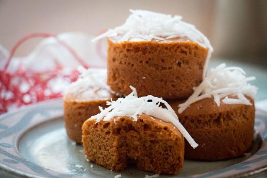 Bánh bông lan caramel dừa tươi