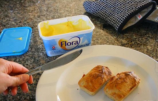 Bánh mì chuối nướng giòn thơm cho bữa sáng