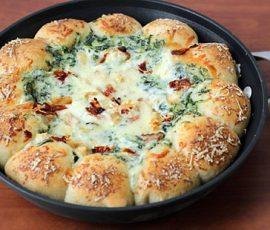 Món bánh pizza chảo nhúng độc đáo
