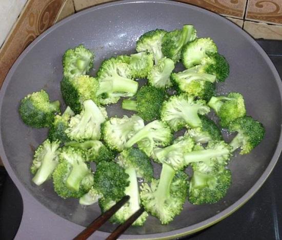 Xào bông cải xanh