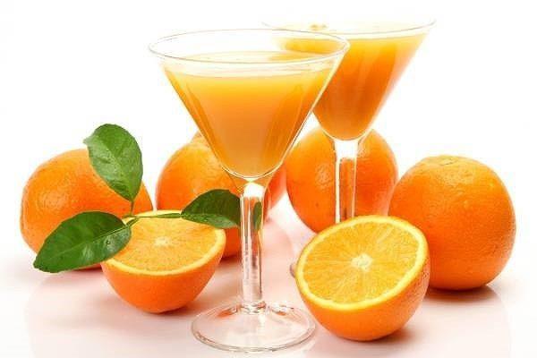 Sinh tố cam tươi giải khát mùa hè