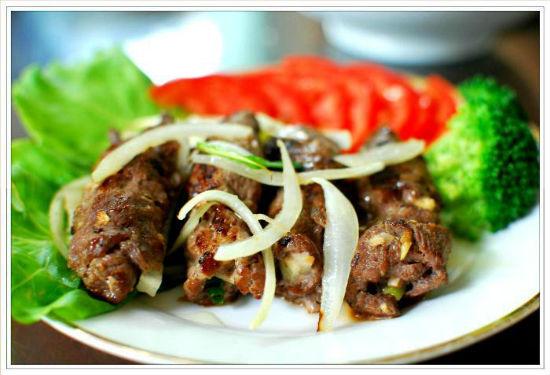 Bỏ thịt ra đĩa và thưởng thức