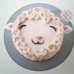 Món bánh kem hình chú cừu tặng sinh nhật cho bé