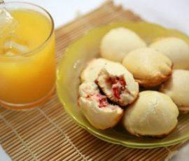 Bánh quy bọc xúc xích mới lạ cho bữa sáng