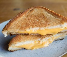 Món bánh sandwich phô mai nướng thơm lừng