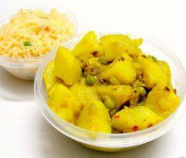 Món cà ri khoai tây và đậu Hà Lan chuẩn vị Ấn Độ