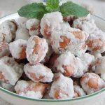 Món mứt đậu phộng bọc đường