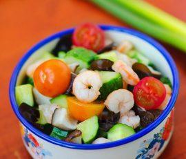 Món salad tôm sắc màu đẹp mắt