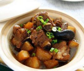 Món sườn kho củ cải đậm vị đưa cơm