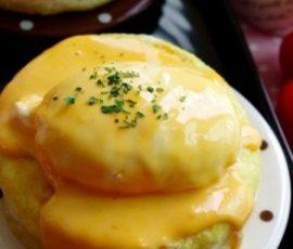 Món bánh mì chiên trứng sốt phô mai béo ngậy