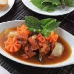 Món thịt bò sốt vang với dầu gấc mới lạ