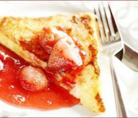 Món bánh mỳ nướng sốt dâu tây cho bữa sáng