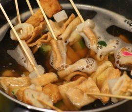 Món chả cá xiên Hàn Quốc nóng hổi cho ngày se lạnh