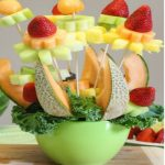 Tỉa trái cây thành giỏ hoa cực đẹp
