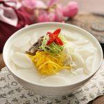 Món canh bánh gạo Hàn Quốc đơn giản tại nhà