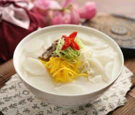 Món canh bánh gạo Hàn Quốc