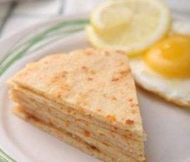 Món bánh tôm chiên nóng hổi giòn thơm