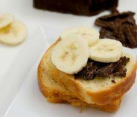 Món bánh mì kẹp socola cho bữa sáng