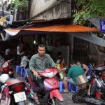 Thiên đường quà vặt giá rẻ chợ Đồng Xuân Hà Nội