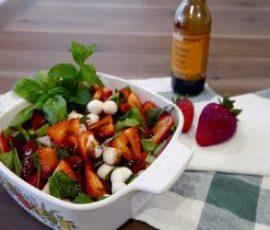 Món salad dâu tây tươi mát cho mùa hè